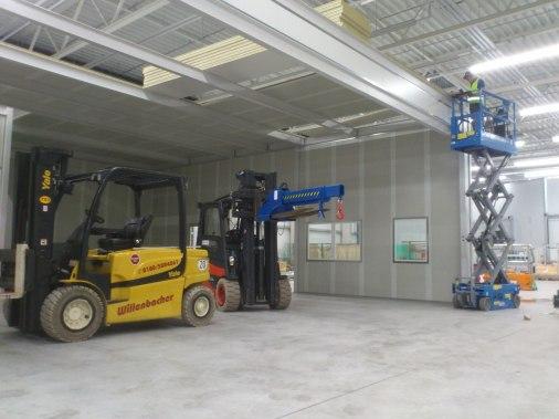 Roboterzellen für die Anarbeitung von Carbonteilen