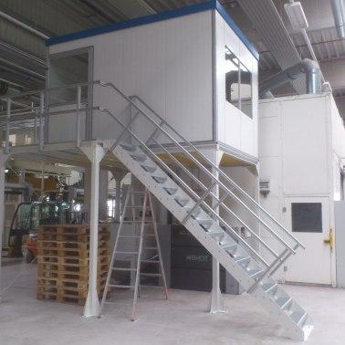 Hallenbüro auf Stahlbaubühne